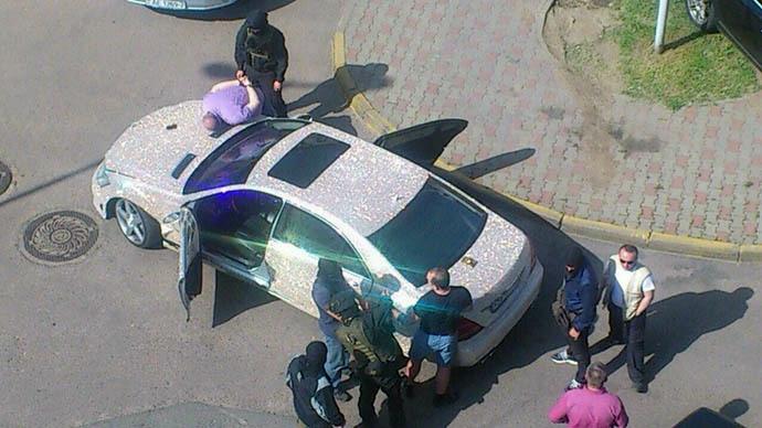 В Минске арестовали россиянина на Мерседесе, покрытом россыпью страз