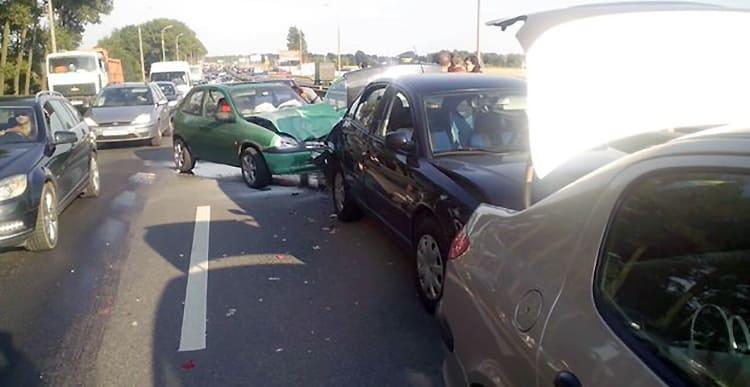 Водитель Opel на МКАД собрал «паровозик»: повреждено три автомобиля
