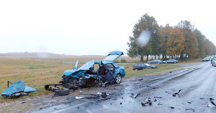 В Слониме лоб в лоб столкнулись Mazda и Ford