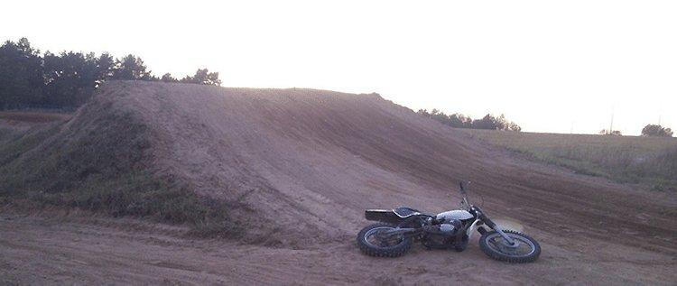 В Ошмянах в ходе мотокросса разбился спортсмен