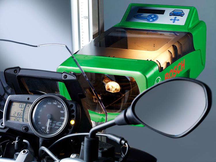Безопасность на дорогах с приборами для проверки света фар Bosch – HTD 815 и HTD 615