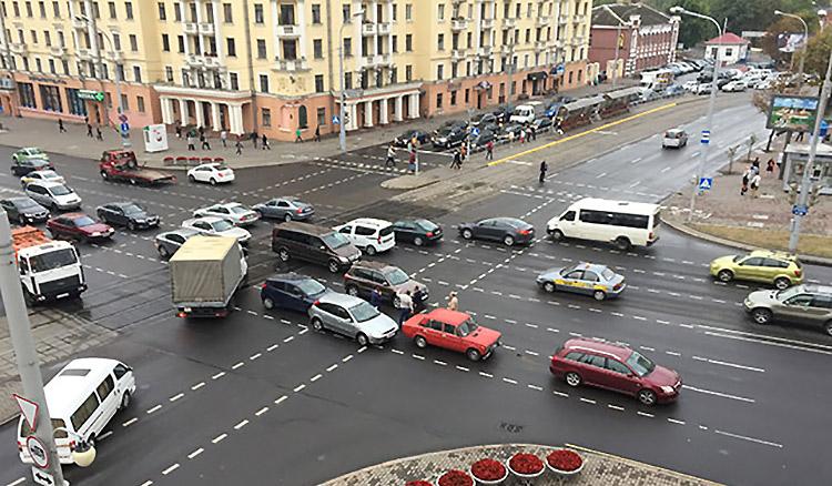 В центре Минска на проспекте Независимостистолкнулись четыре автомобиля