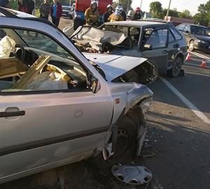 В Гомельском районе произошло лобовое столкновение Лада и Volkswagen