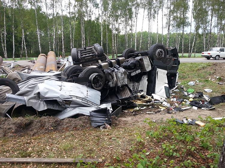 В Лидском районе столкнулись BMW и MAN: водитель грузовика погиб
