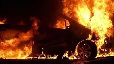В столице ночью подожгли три автомобиля