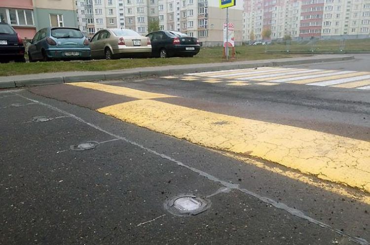пешеходный переход со светодиодными фонарями