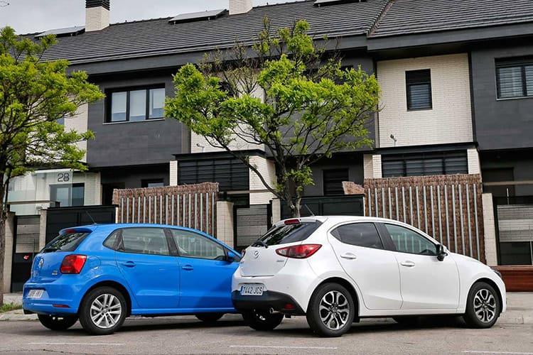 Mazda 2 vs VW Polo: восточная дерзость против нордической сдержанности