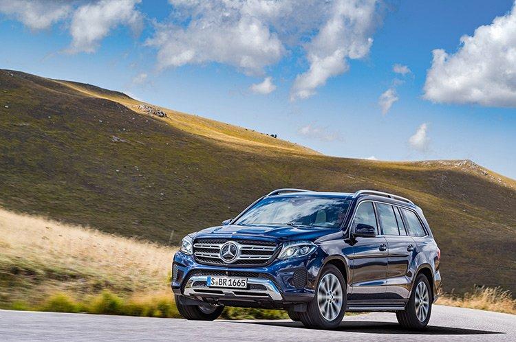 Mercedes GL прихорошился и сменил название
