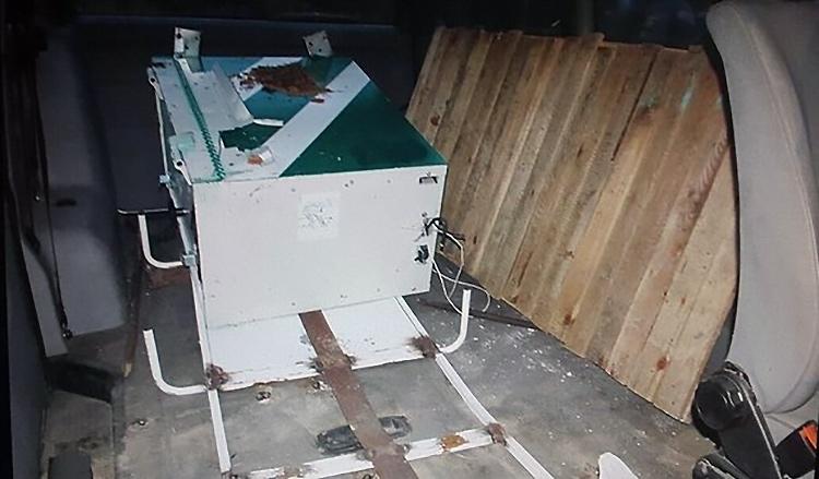 В Мозыре мужчина на угнанном VW вывез украденный из больницы банкомат