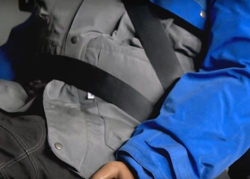 Чем опасны для автомобилистов зимние куртки