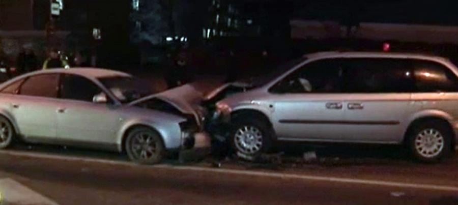В столице Dodge выехал на встречную полосу и протаранил три автомобиля