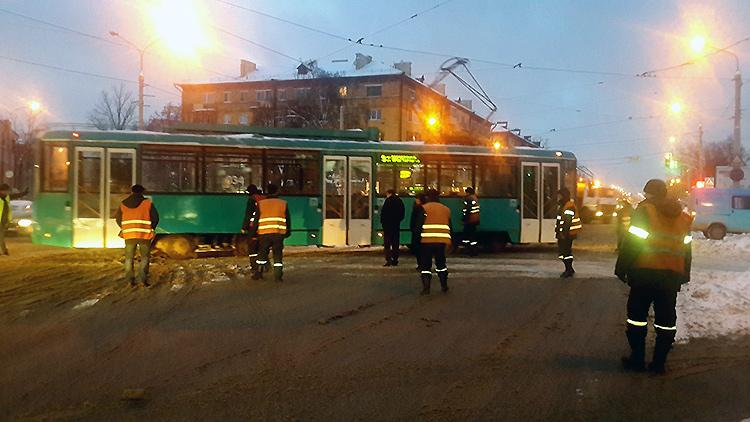 Когда трамвай едет не по рельсам