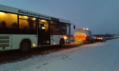 Оршанские спасатели эвакуировали 45 пассажиров из заглохшего на трассе автобуса