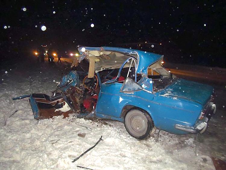 На трассе Витебск – Полоцк произошло лобовое столкновение МАЗа с ВАЗом: три человека пострадали