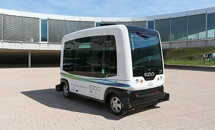 Первый в мире беспилотный автобус начал курсировать в Нидерландах
