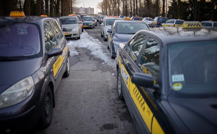 Минтранс и мэр решили разобраться в проблеме минских таксистов и изучить работу Uber