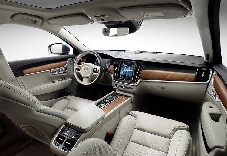 Топовый универсал Volvo хочет избавиться от пенсионерского имиджа