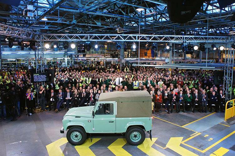 Последний Land Rover Defender текущего поколения сошел с конвейера завода в Солихалле