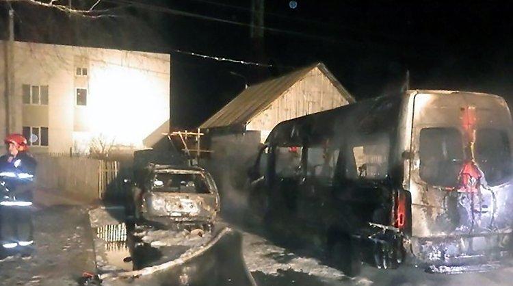 В Могилевском районе сгорели две машины