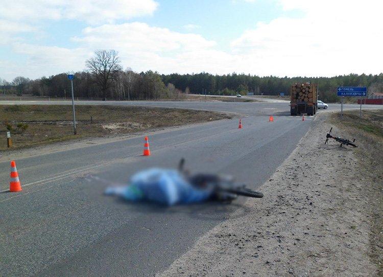 Велосипедистка погибла, попав под колеса МАЗа