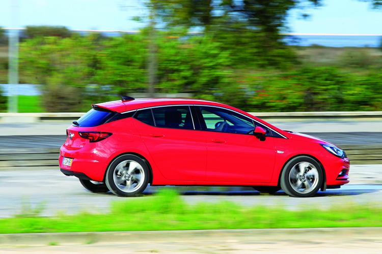 Opel Astra, Peugeot 308 и VW Golf: короли компакт-класса