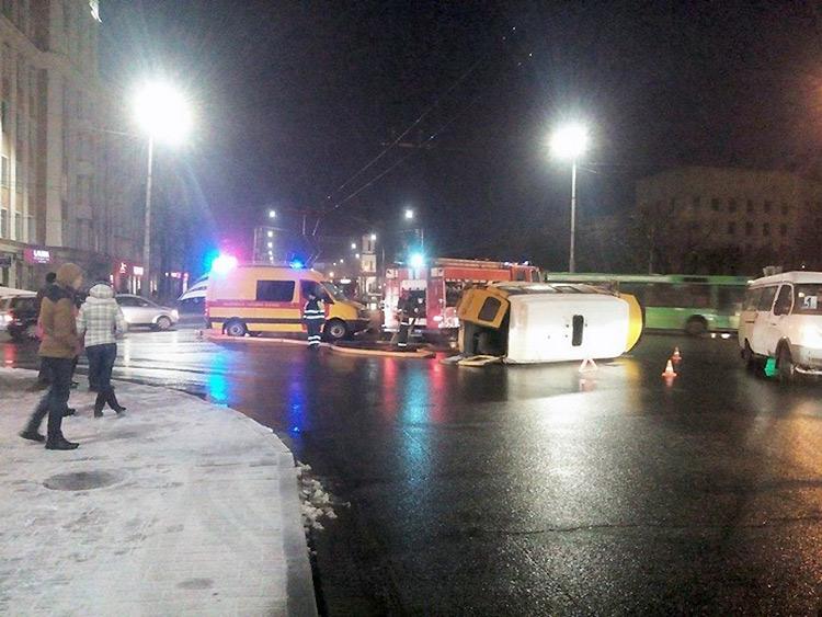 В Могилеве BMW протаранил маршрутку с пассажирами
