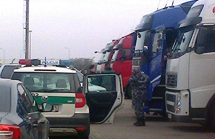 Еще один водитель автопоезда умер в Клайпеде в очереди на паром