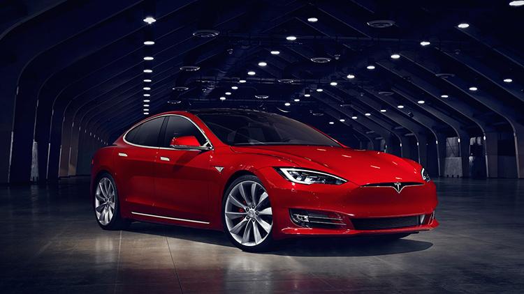 Tesla Model S скромно обновился