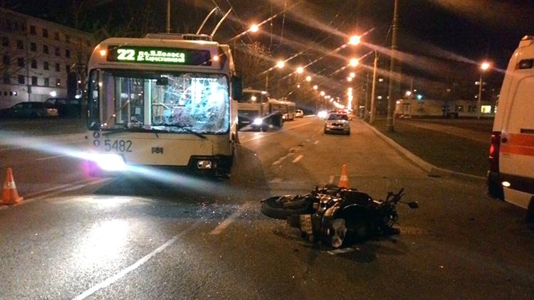 В Минске столкнулись мотоцикл с троллейбусом