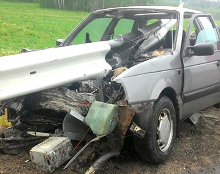 В Могилевском районе Volkswagen насквозь прошило ограждением