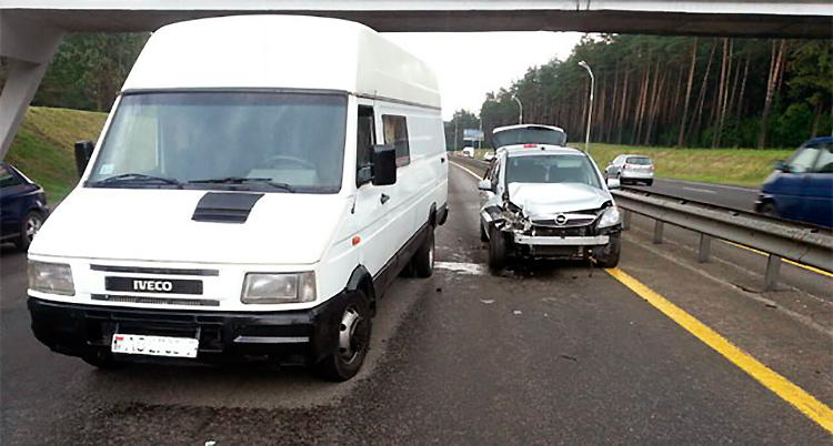 Три авто столкнулись на МКАД из-за маневра водителя фуры