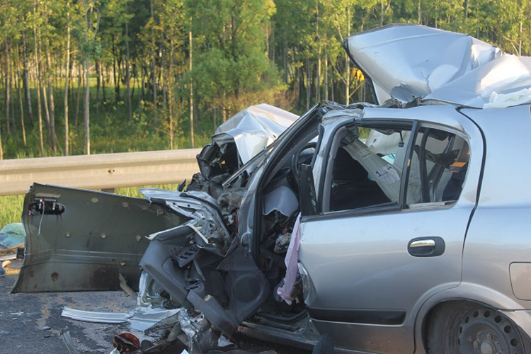 Смертельное ДТП наМКАД: Nissan влетел в МАЗ прикрытия дорожников