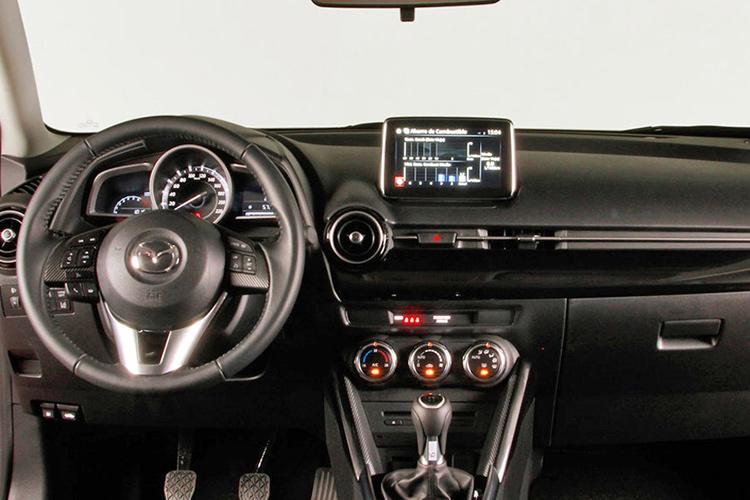 Mazda2 vs Opel Corsa vs Peugeot 208: спор малышей