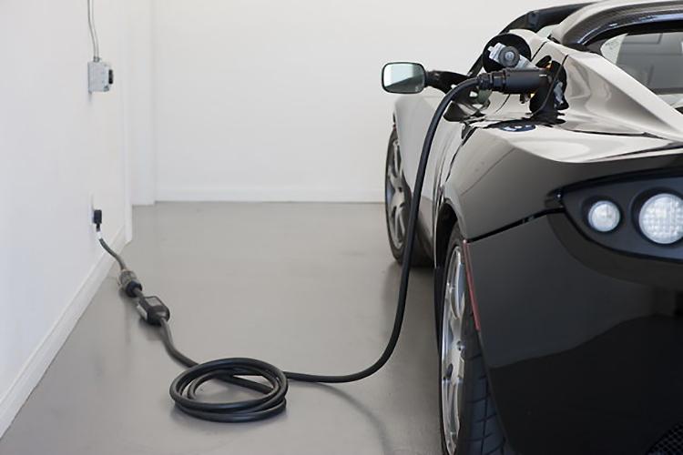Автомобилистов Беларуси хотят пересадить на электромобили