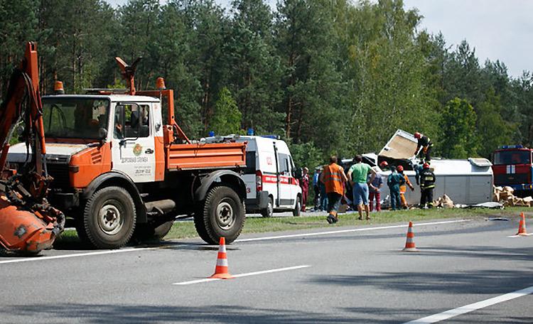 На М1 произошло смертельное ДТП с участием грузовика дорожников