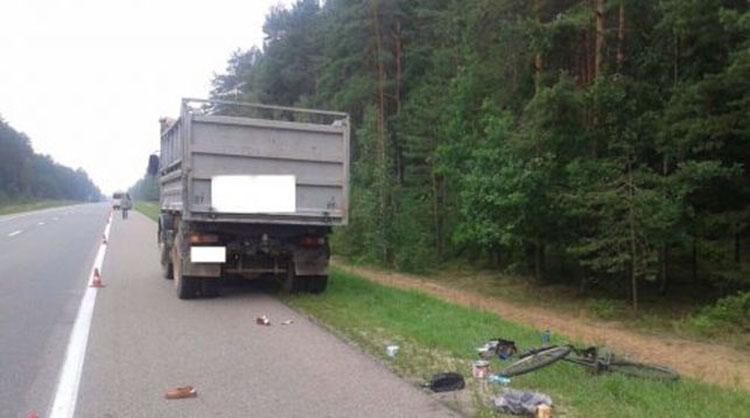 Маршрутка насмерть сбила пешехода с велосипедом на трассе Минск-Гродно