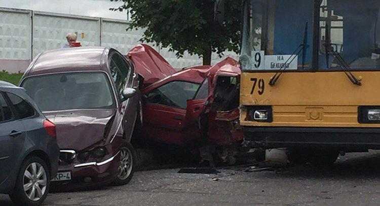 В Гродно троллейбус протаранил пять автомобилей