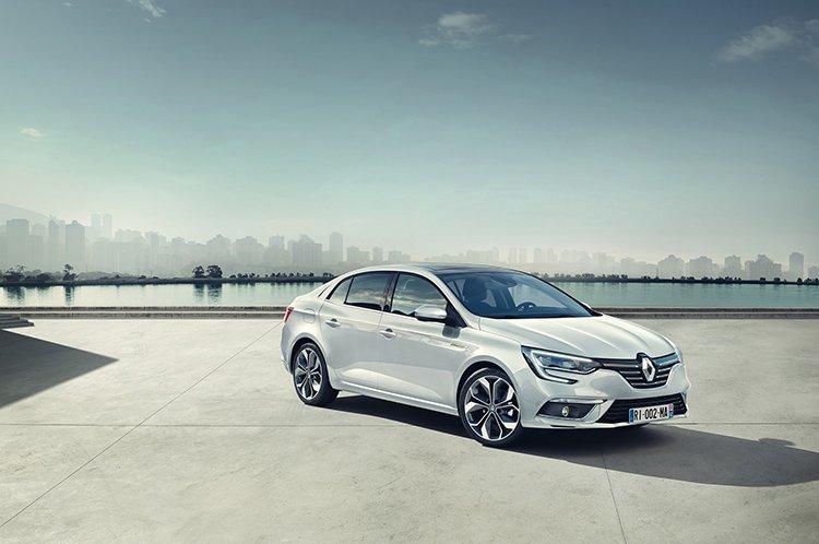 Renault Megane получил трехобъемный кузов