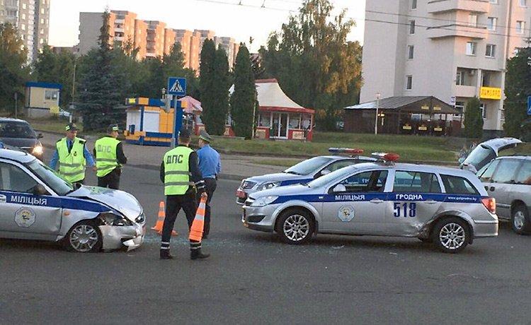 В Гродно во время преследования столкнулись патрульные автомобили ГАИ
