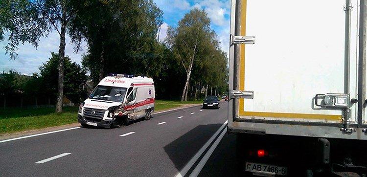 На трассе Минск — Молодечно ДТП с участием автомобиля скорой помощи