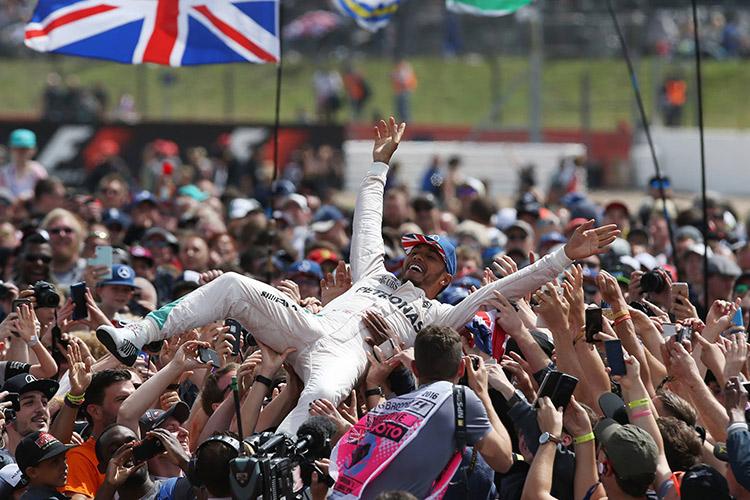 """Формула-1"". Гран-при Великобритании. Чемпион догнал претендента"