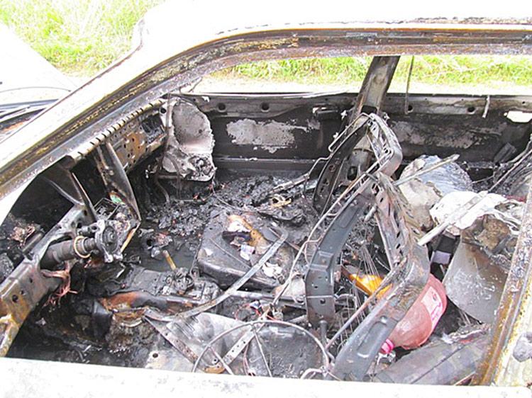 После ссоры с возлюбленной мужчина сжег автомобиль