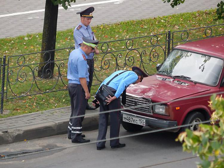 В Бобруйске бесправник на ВАЗе сбил госавтоинспектора