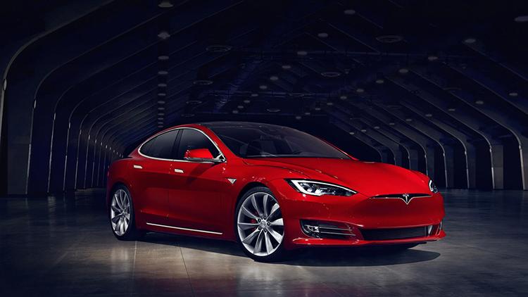 Tesla продолжает творить чудеса