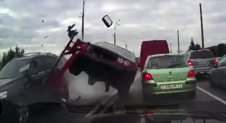 В Минске на ул. Громова ускорение BMW привело к ДТП
