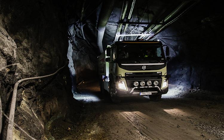 Беспилотный грузовик Volvo FMX проходит испытания в шахте компании Boliden