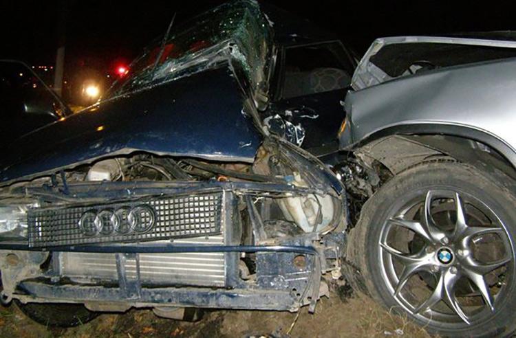 В Борисове BMW X5 при обгоне врезался в Audi: два человека погибли