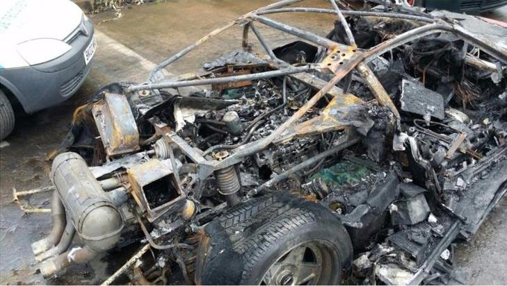 Ferrari F40 сгорел алым пламенем