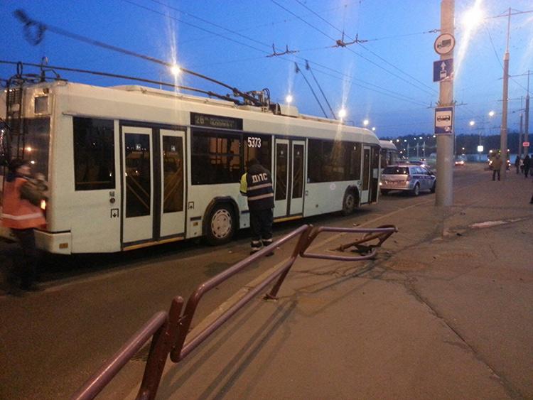 Пьяный на Mazda врезался в троллейбус с пассажирами