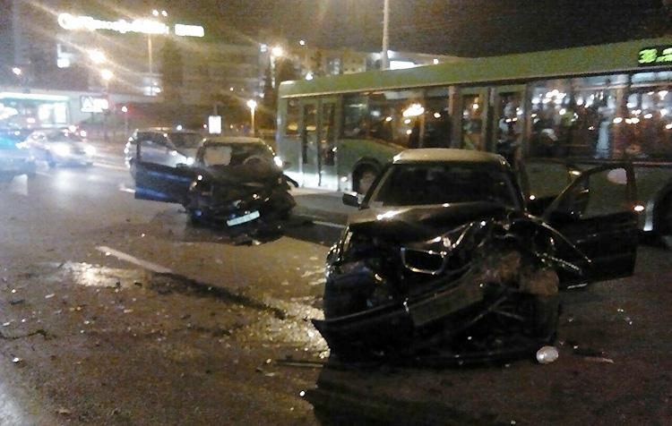 В Минске лоб в лоб столкнулись BMW и Kia